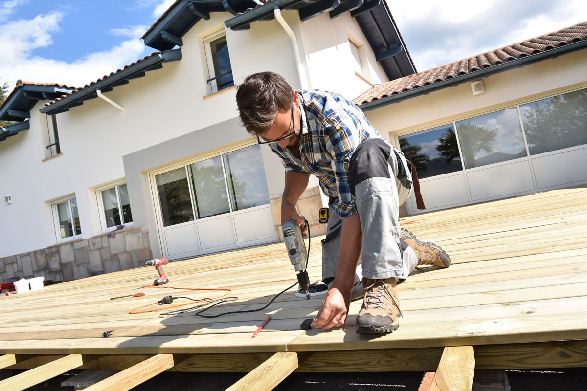 Best deck material to use in michigan for Best material to build a house